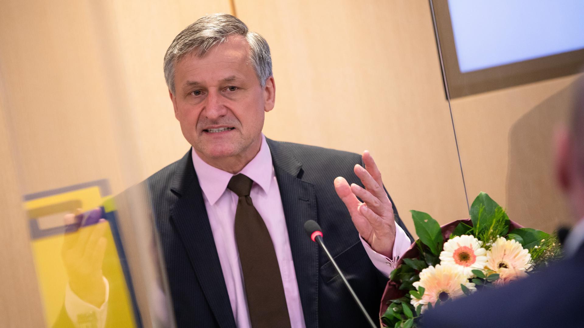 Hans-Ulrich Rülke, Vorsitzender der FDP/DVP-Fraktion im Landtag von Baden-Württemberg, spricht bei der ersten Fraktionssitzung der FDP nach der Landtagswahl in Baden-Württemberg zu Parteimitgliedern.
