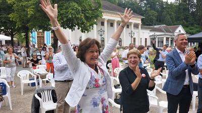 Dürfen wir schon jubeln? Oberbürgermeisterin Margret Mergen war die erste, die sich traute. 150 Besucher hatten die Entscheidung der Unesco im Kurpark per Livestream verfolgt.