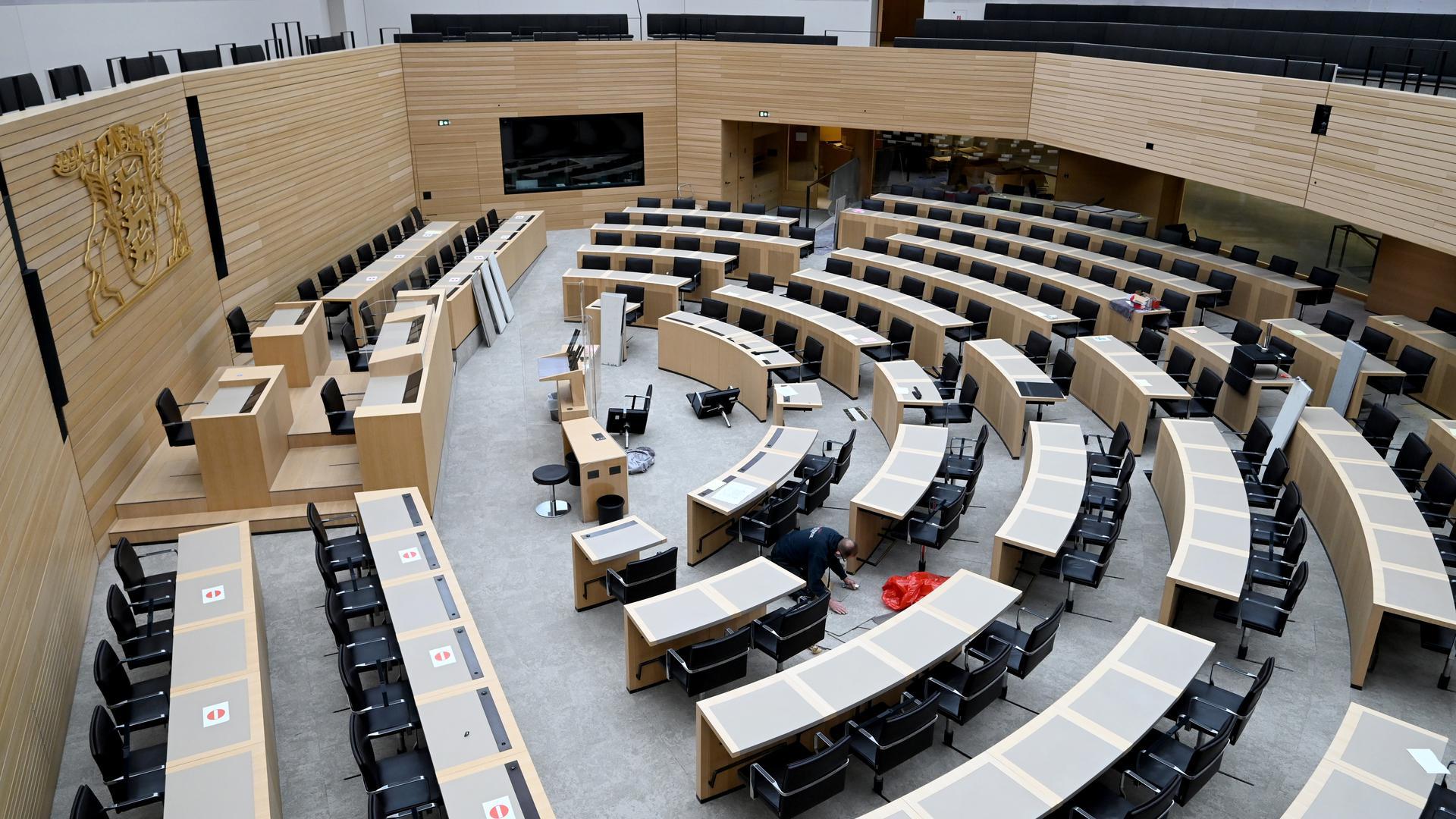 Es wird umgebaut: Im Plenarsaal im Landtag ändert sich in den Sitzreihen einiges. Diesen Dienstag versammeln sich die Abgeordneten zur konstituierenden Sitzung. Wechsel gibt es auch im Kabinett.