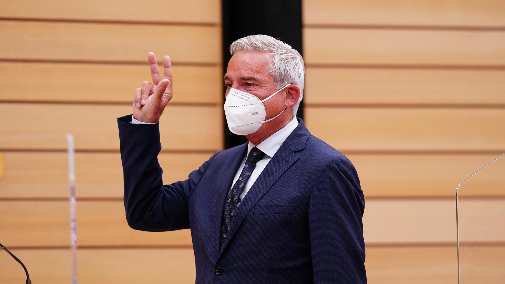 Auftaktsitzung des neu gewählten Landtags von Baden-Württemberg. Thomas Strobl (CDU), legt seinen Amtseid als Innenminister von Baden-Württemberg ab. +++ dpa-Bildfunk +++