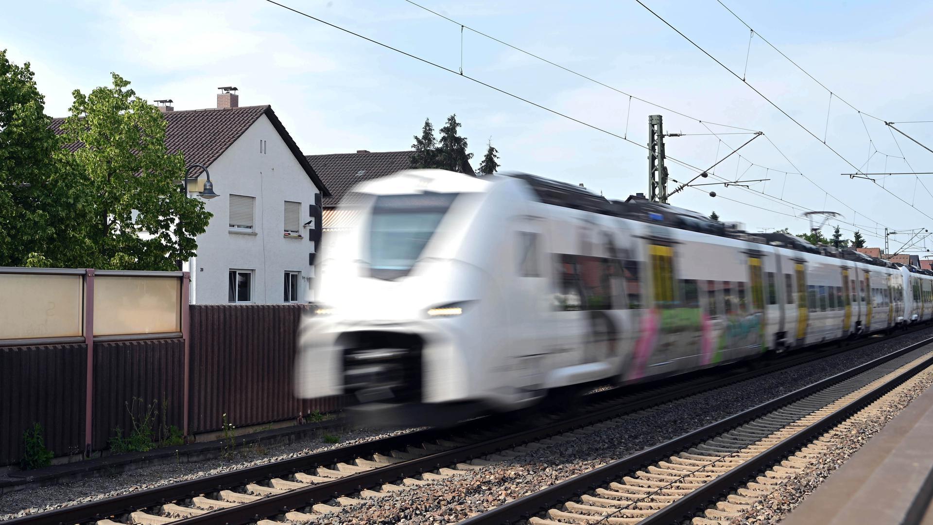 Bahnstrecke Karlsruhe-Mannheim: Viele Kommunen befürchten bei verstärktem Güter- und Personenverkehr weitere Lärmbelästigungen.