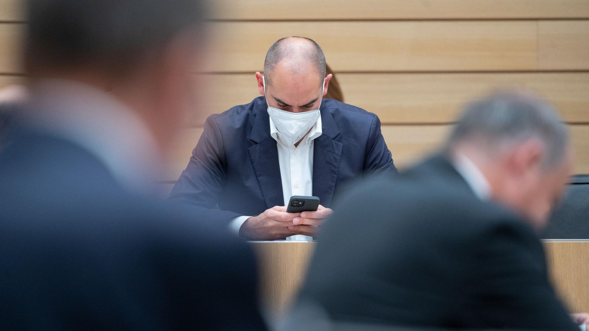 Danyal Bayaz (Bündnis 90/Die Grünen), Finanzminister von Baden-Württemberg, nimmt an einer Plenarsitzung im Landtag von Baden-Württemberg teil. +++ dpa-Bildfunk +++