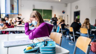 Schulbeginn im Zeichen von Corona: Von einem normalen Alltag sind die Schüler im Land noch weit entfernt. Kultusministerin Theresa Schopper will zumindest auf Präsenzunterricht setzen.