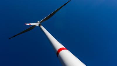 Ein Windrad des Windparks Falkenhöhe steht nahe Schramberg. +++ dpa-Bildfunk +++