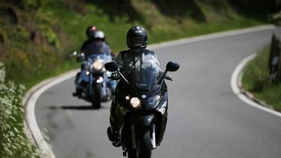 Ärger dauert an: Anwohner von beliebten Ausflugsstrecken laufen Sturm gegen zu laute Motorräder. Die Biker verweisen auf wenige Fahrer, keine Rücksicht nehmen.