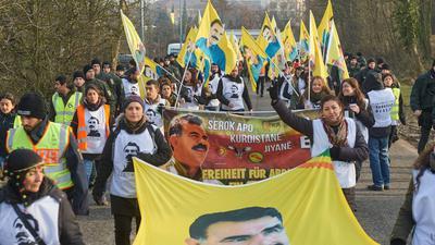 Sie fordern Freiheit für Abdullah Öcalan: Jedes Jahr machen sich Kurden auf einen Fußmarsch nach Straßburg. Doch dieses Jahr macht Corona ihnen einen Strich durch die Rechnung.