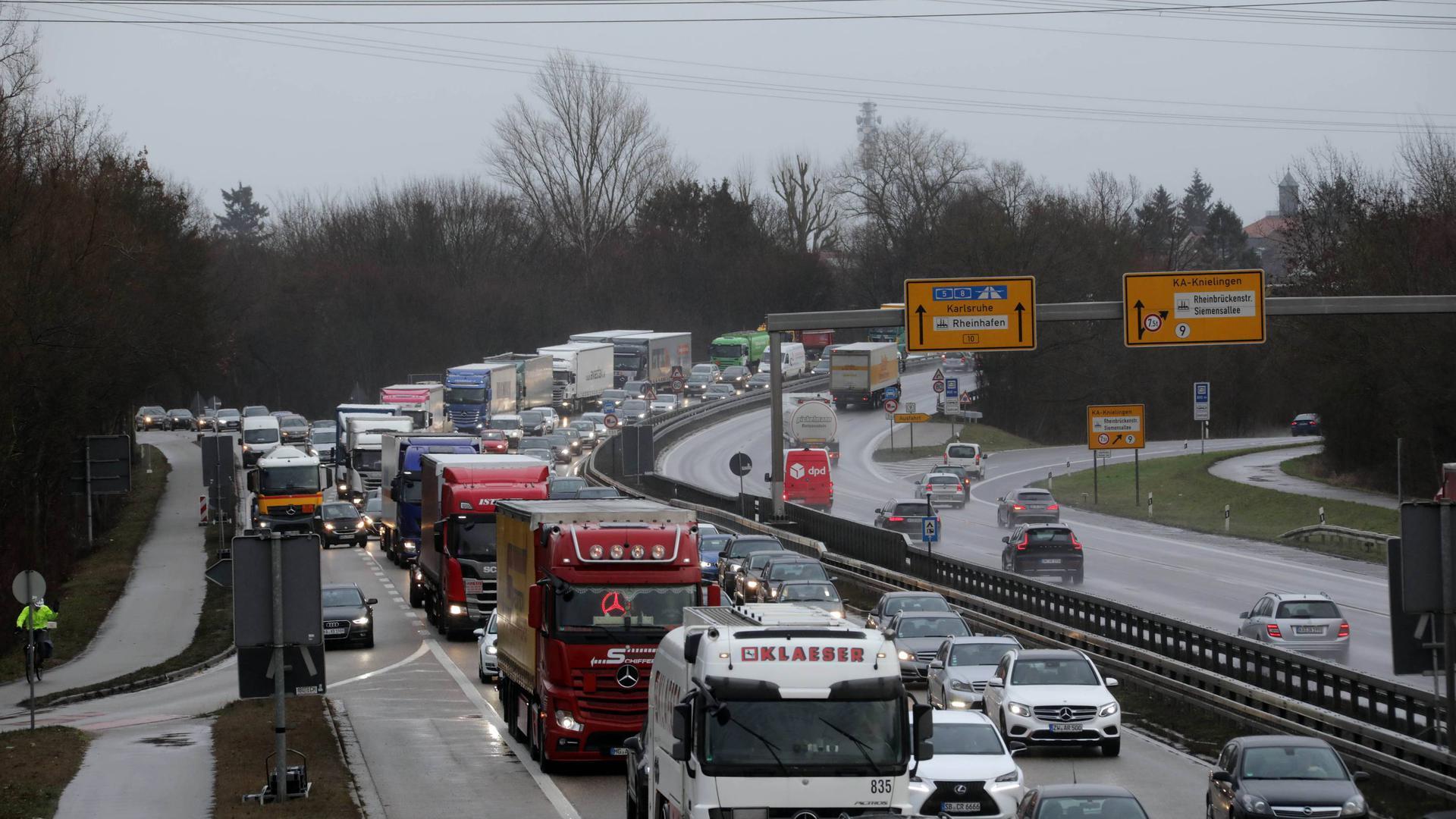 Verkehrschaos durch Arbeiten an der Rheinbrücke, Südtangente