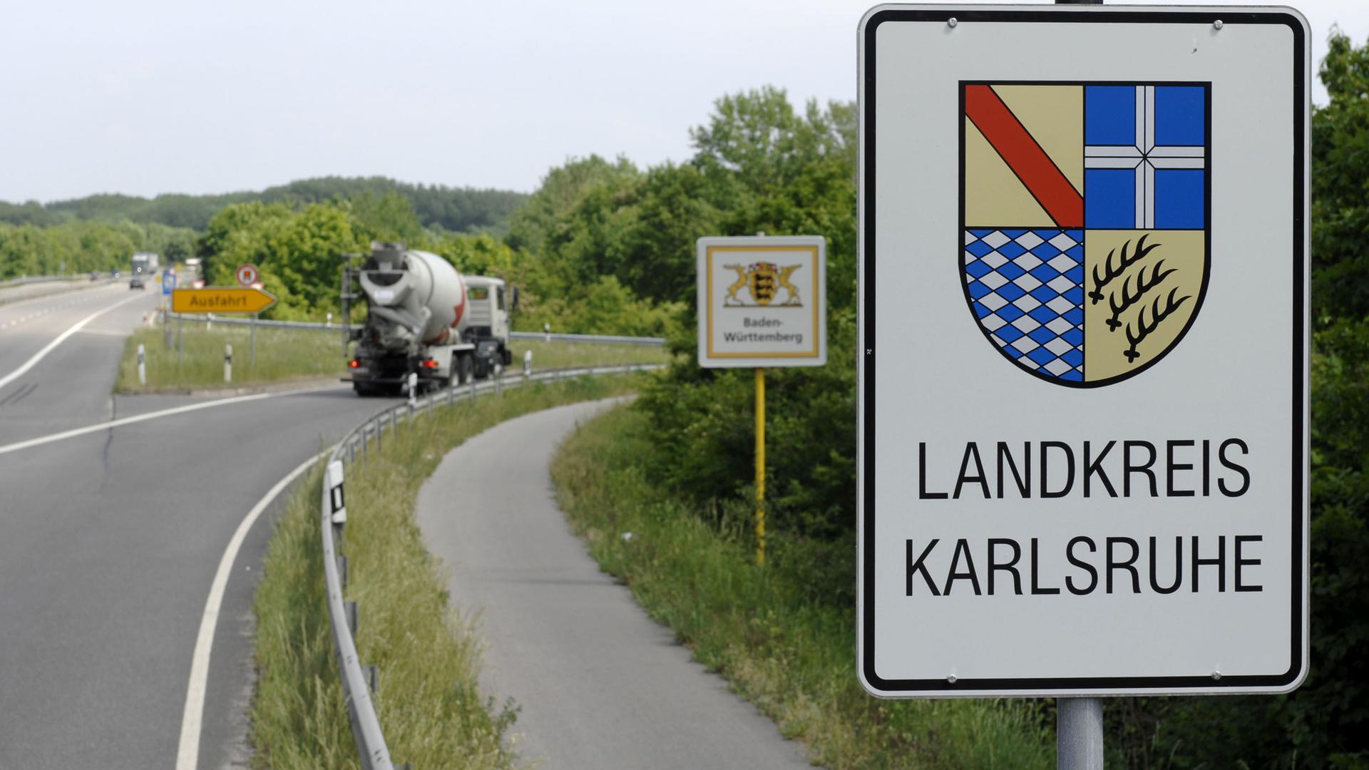 Repräsentant vor Ort und Vermittler zum Land: Im Landkreis Karlsruhe leben rund 445.000 Menschen in 32 Kommunen, die sich dort zusammenschließen. An der Spitze der Verwaltung steht der Landrat mit derzeit rund 2.000 Mitarbeitern.