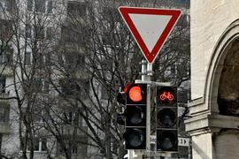 """Zwei Ampeln zeigen """"rot"""" (Symbolbild)"""