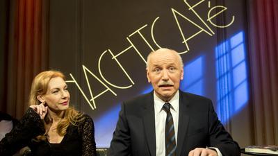 Moderator Wieland Backes und Schauspielerin und Sängerin Ute Lemper nehmen an der Aufzeichnung der letzten «Nachtcafé»-Sendung am 10.12.2014 in Ludwigsburg (Baden-Württemberg) teil. Foto: Daniel Naupold/dpa ++ +++ dpa-Bildfunk +++