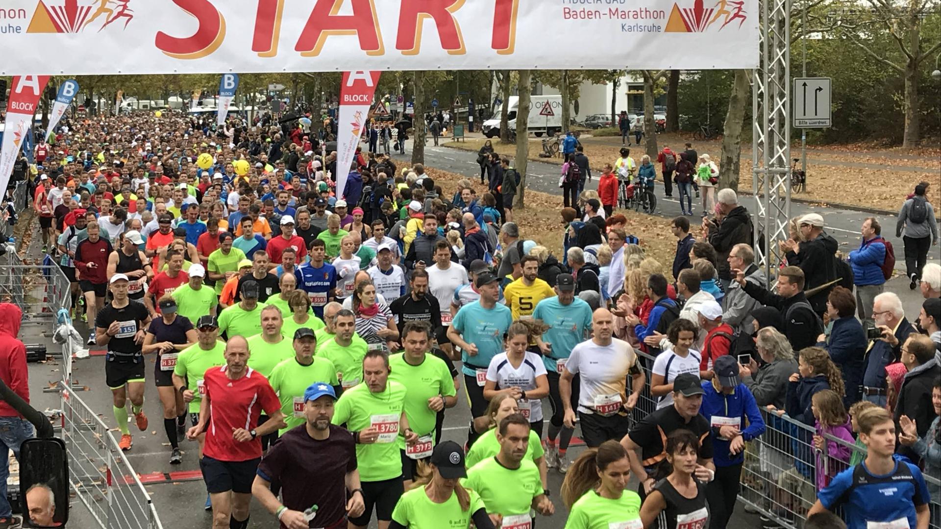 Beim Baden-Marathon starteten 2018 in Karlsruhe tausende Läufer.