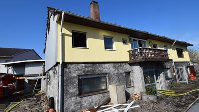 Unbewohnbar: In einem Mehrfamilienwohnhaus in Malsch (Landkreis Karlsruhe) hat es Dienstagnacht gebrannt. Die neun Bewohner konnten sich rechtzeitig retten