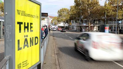 """Schild mit der Aufschrift """"The Länd"""" in Karlsruhe"""