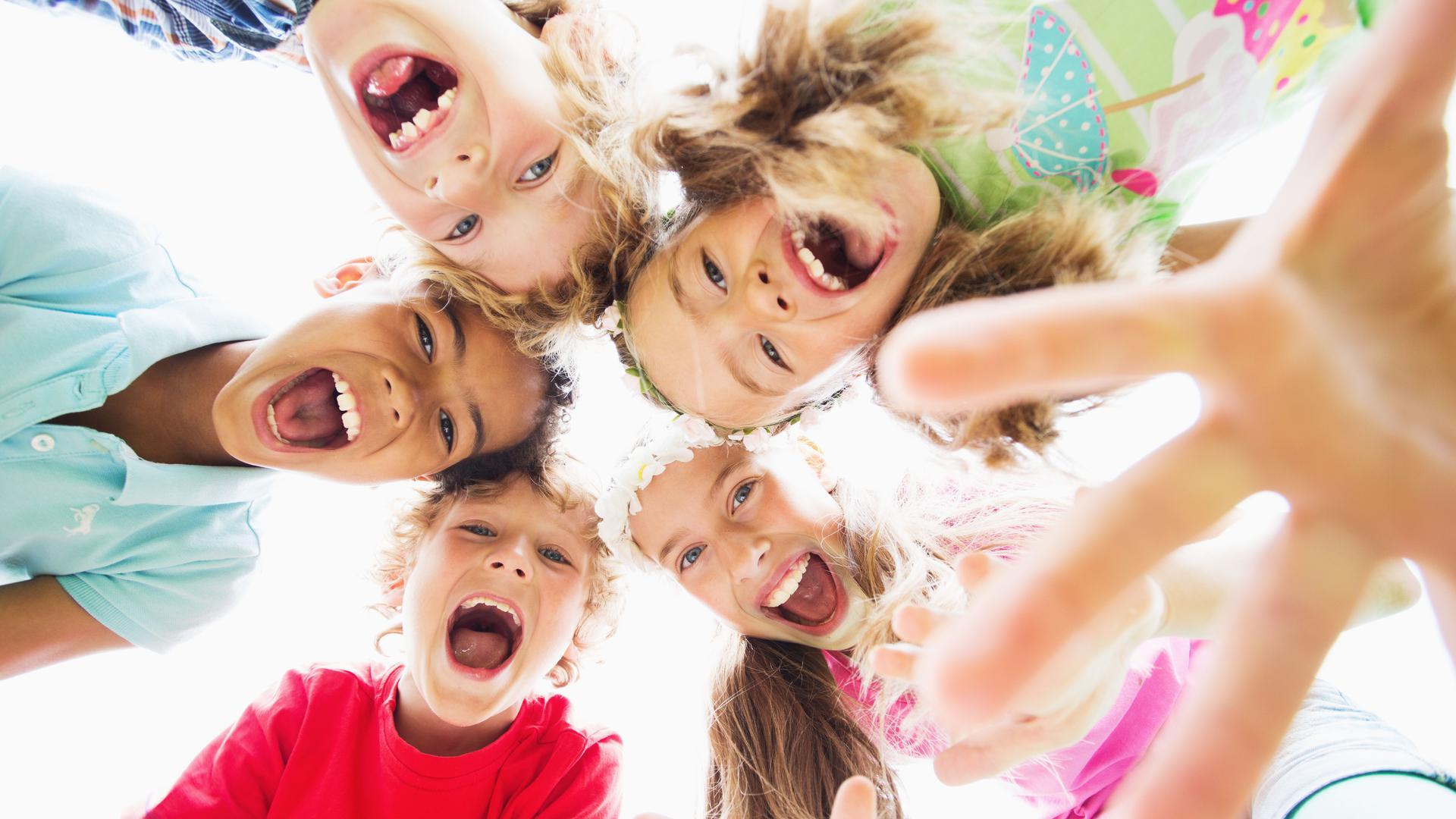 Ein Bund fürs Leben: Kinder schließen schnell Freundschaften. Doch auch im fortgeschrittenen Alter lassen sich Seelenverwandte finden.