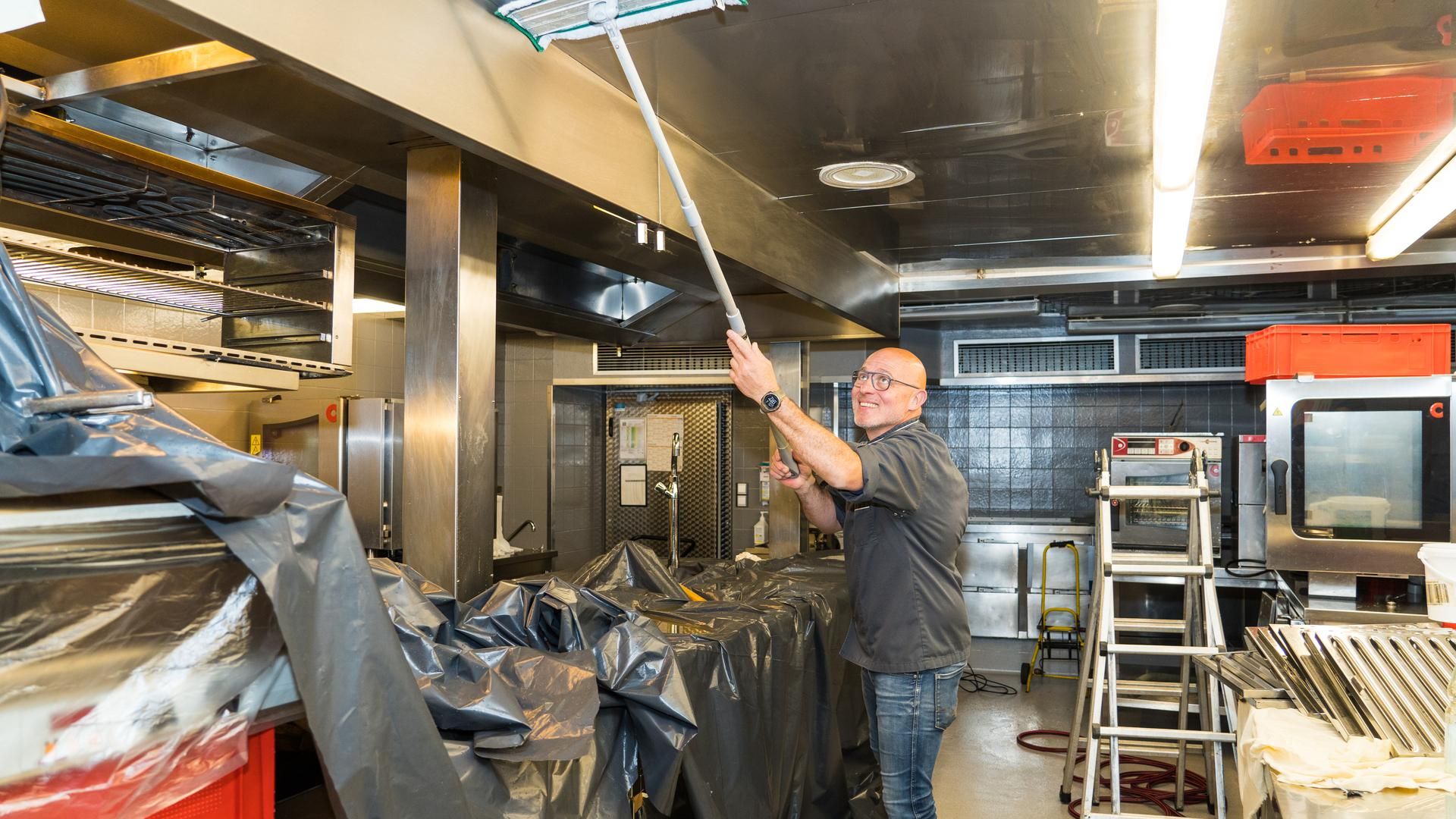 Der Küchenchef vom Gasthaus Engel in Sasbachwalden, Christian Mamber bereitet sich auf eine mögliche Wiedereröffnung vor.