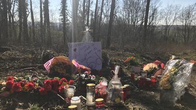 """Mitschüler von Sinan T. hinterließen am vermeintlichen Tatort ein Plakat: """"In unserem Herzen bleibst du für immer da."""""""
