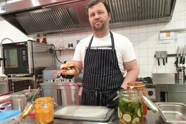One-Man-Show in Odenheim: Andreas Reder betreibt in der alten Jeansfabrik seiner Eltern einen Cateringservice und Event-Gastronomie.