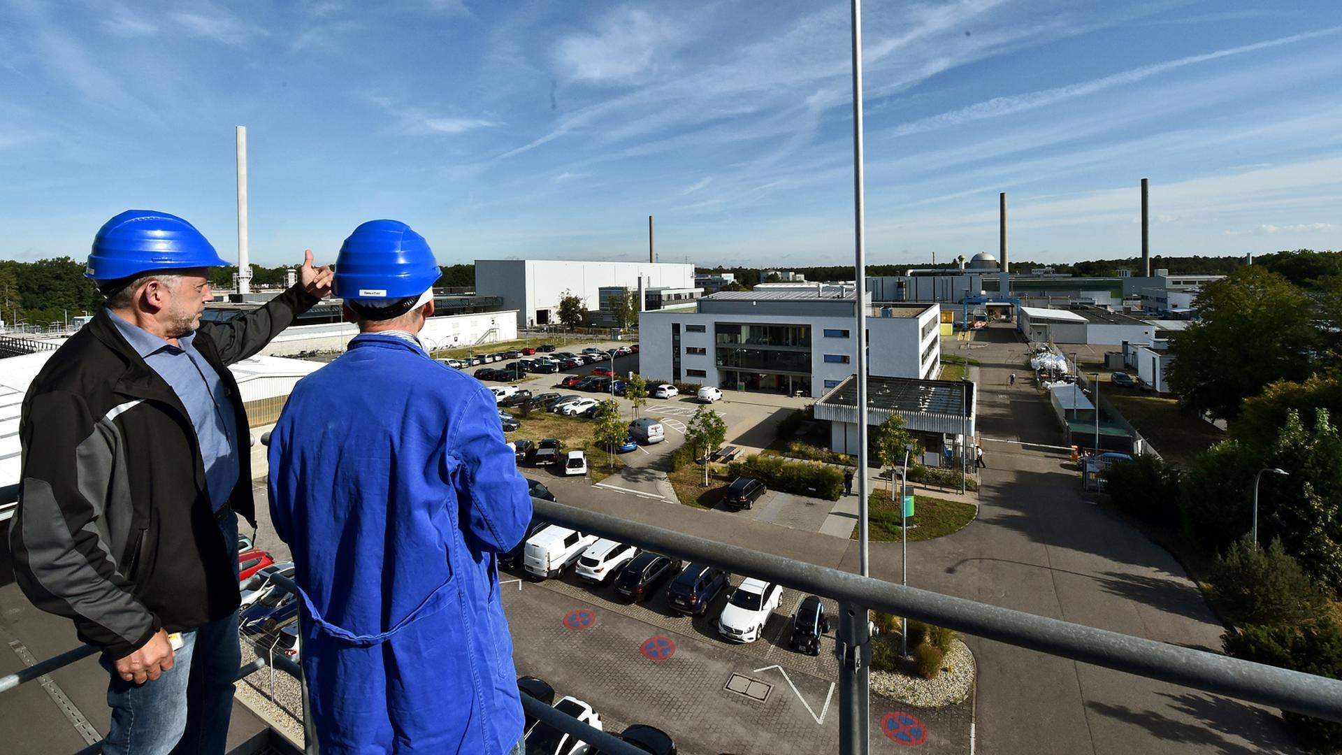 Blick auf die früheren kerntechnischen Großanlagen des Forschungszentrums Karlsruhe: Das Unternehmen KTE (Kerntechnische Entsorgung Karlsruhe) hat die Aufgabe, sie komplett zurückzubauen und den Müll zu entsorgen.