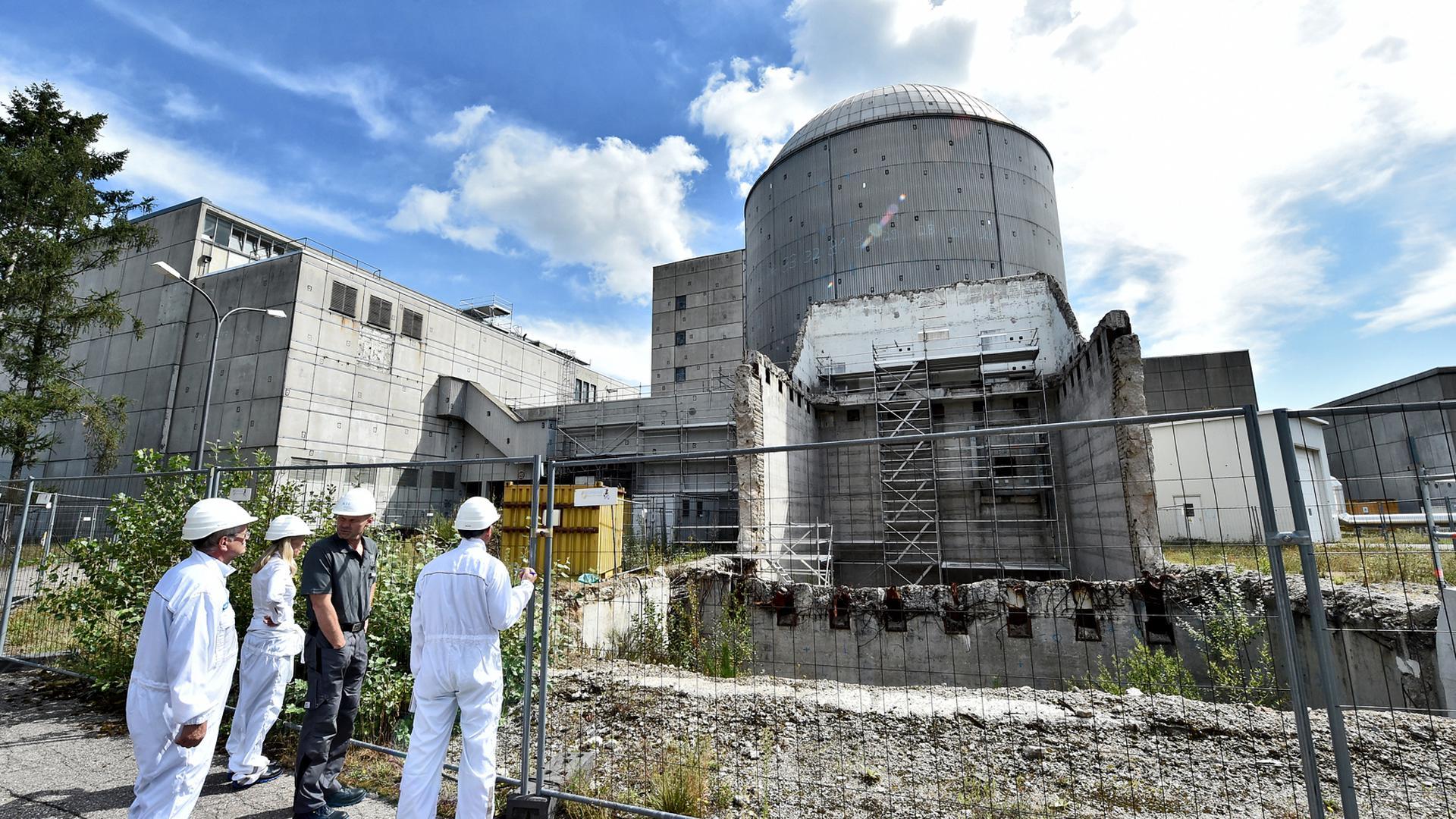 Der Mehrzweckforschungsreaktor MZFR auf dem Campus Nord des KIT in Eggenstein-Leopoldshafen. Der vordere Teil der Anlage, wo früher die Kernbrennstäbe in einem Becken gekühlt wurden, ist bereits abgerissen. Der Rest des Gebäudes soll etwa 2025 folgen.