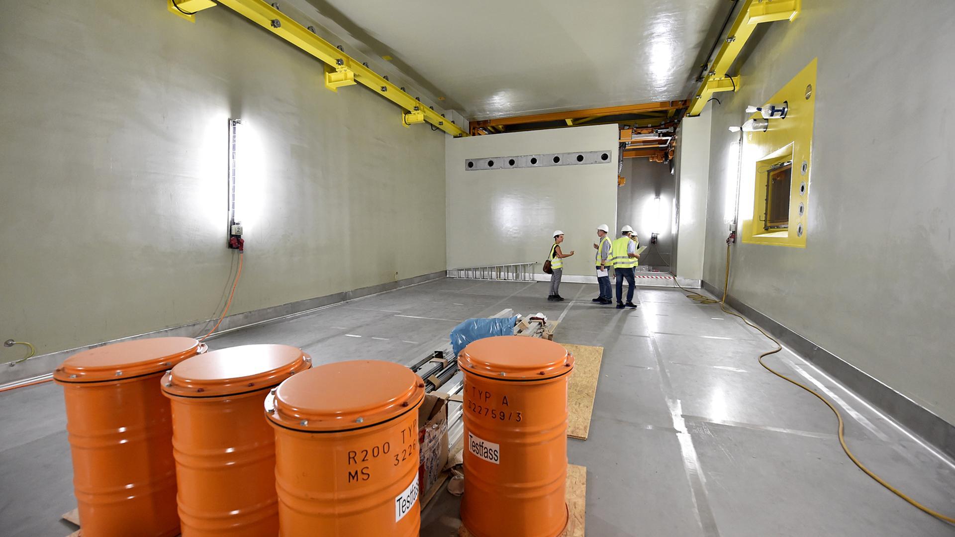 Blick in das neue Lagergebäude der KTE für mittelradioaktiven Müll. Diesen Raum wird später wegen der großen Gefahr kein Mensch je betreten dürfen.