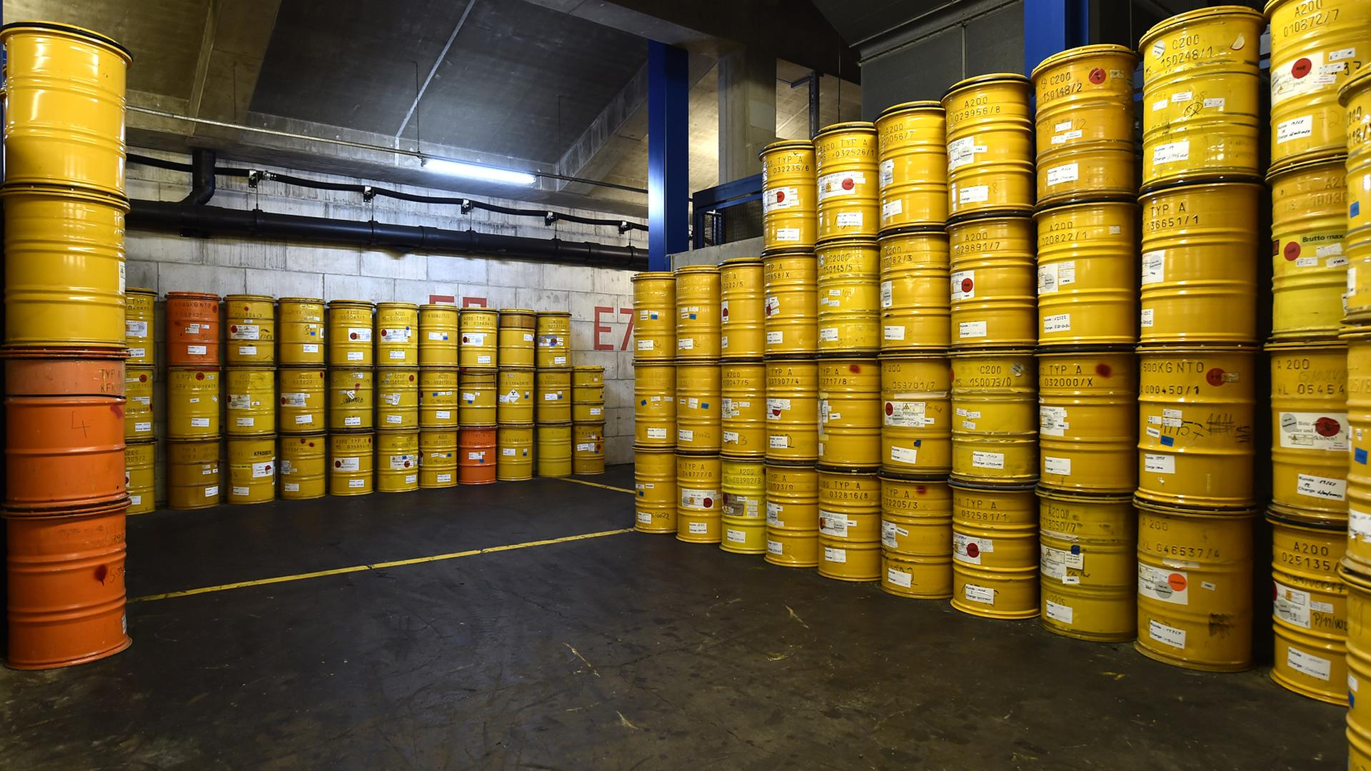 In solche 200-Liter-Fässer wird auf dem Gelände der Kerntechnischen Entsorgung Karlsruhe (KTE) der radioaktive Müll verfüllt.