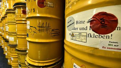 Gelbe Fässer, so weit das Auge reicht: Auf dem Gelände des KIT Campus Nord in Eggenstein-Leopoldshafen wird Atommüll aus früheren Kernforschungsanlagen des Standorts Karlsruhe zwischengelagert.