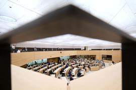 Landtagsabgeordnete nehmen an einer Plenarsitzung des Landtags von Baden-Württemberg teil. +++ dpa-Bildfunk +++