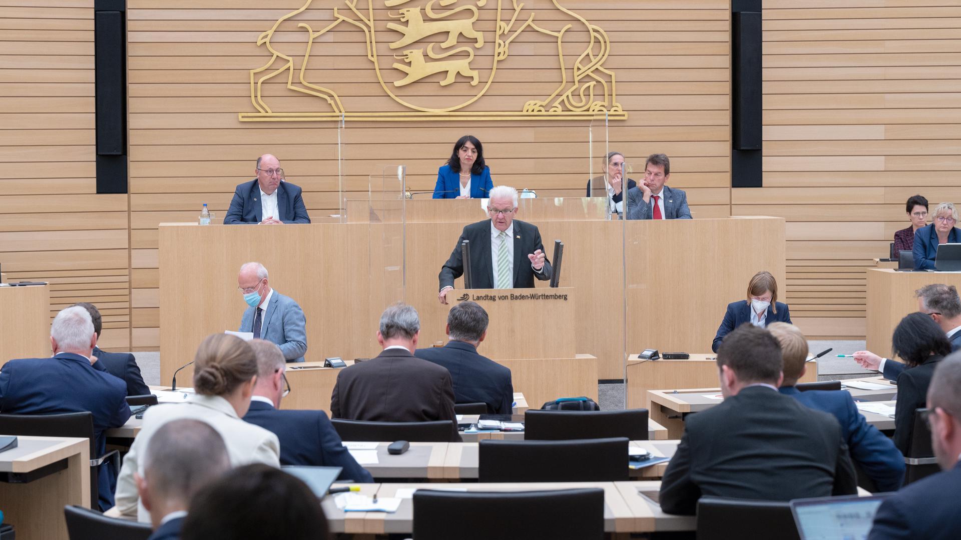 Winfried Kretschmann, Ministerpräsident von Baden-Württemberg, spricht bei einer Landtagssitzung mit aktueller Debatte zur Bundestagswahl.