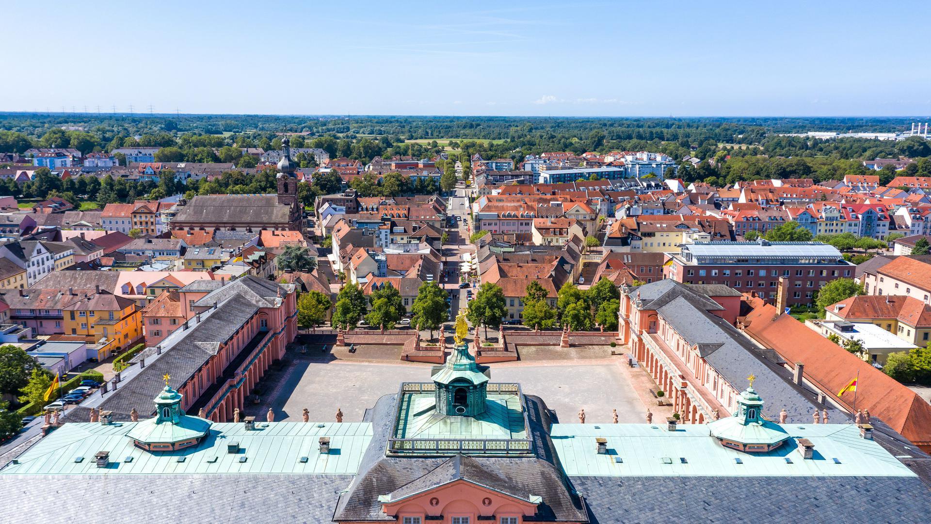Panoramabild von Rastatt mit dem Barockschloss.