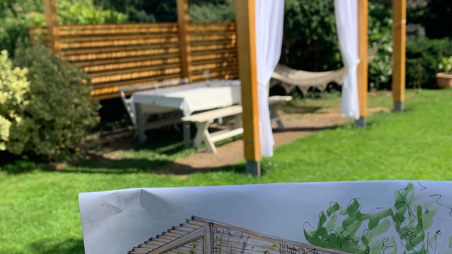 Von der Zeichnung bis zur fertigen Wohlfühl-Oase: Familie Göttert aus Karlsruhe hat sich in diesem Jahr den Traum vom eigenen Pavillon im Garten erfüllt.