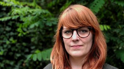 Die Sozialpsychologin Pia Lamberty forscht zum Thema Verschwörungstheorien.