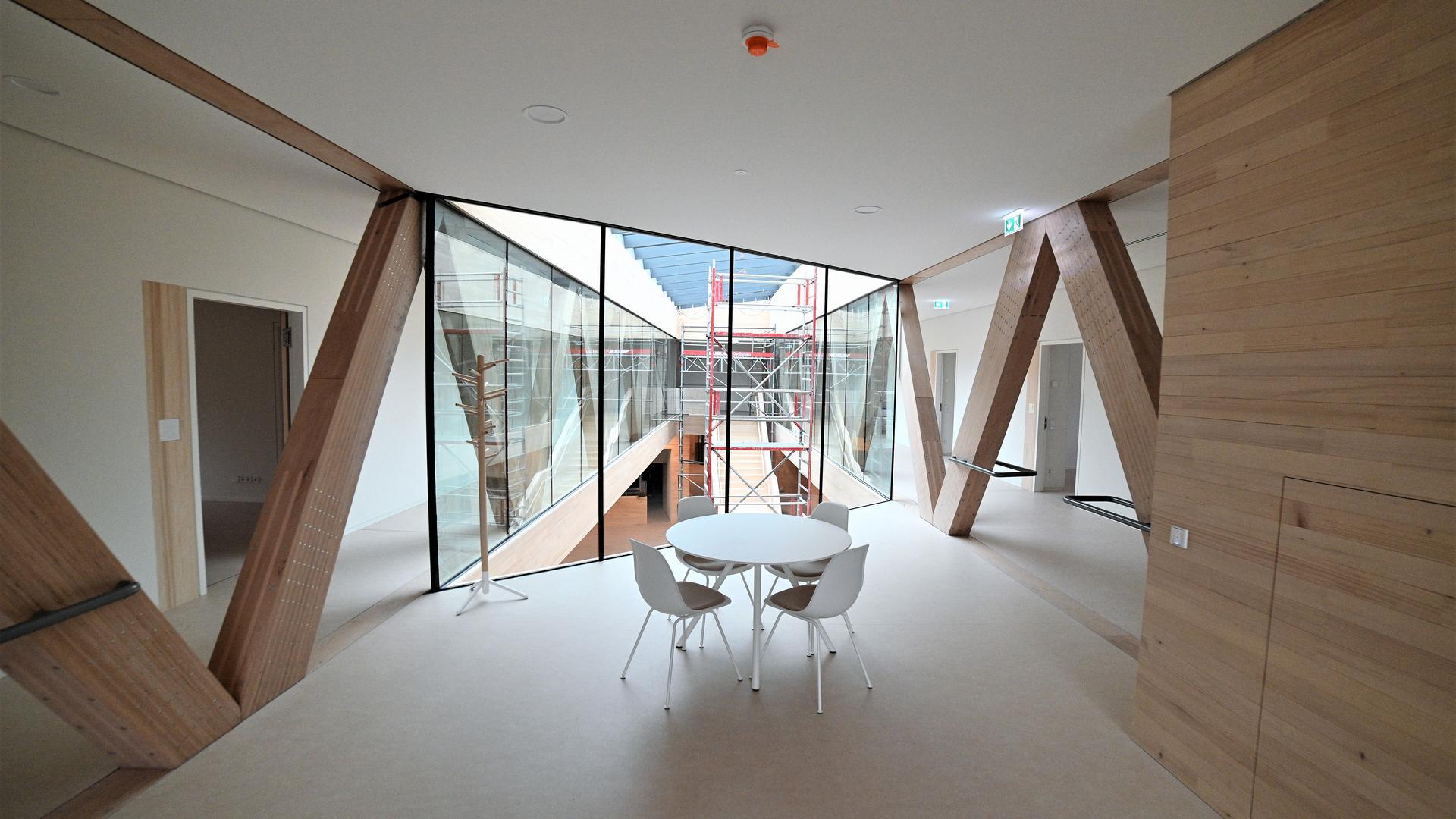Foyer mit Blick ins Treppenhaus im Obergeschoss