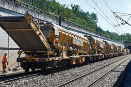 Schweres Gerät: Gut 200 Meter täglich legten diese Gleisumbauzüge zwischen Mannheim und Stuttgart zurück. Nahezu vollautomatisch haben sie die Strecke erneuert.