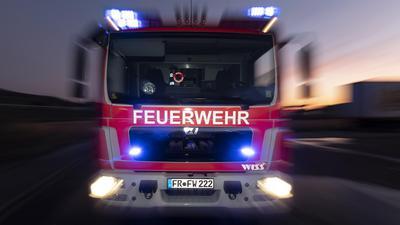 Feuerwehrauto bei Nacht