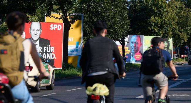 Erinnerungsstücke an die Bundestagswahl: Die Wahlplakate sind noch nicht abgebaut, das Ergebnis steht aber schon fest. Die Stimmen aus Baden nehmen Stellung zum Wahlausgang.