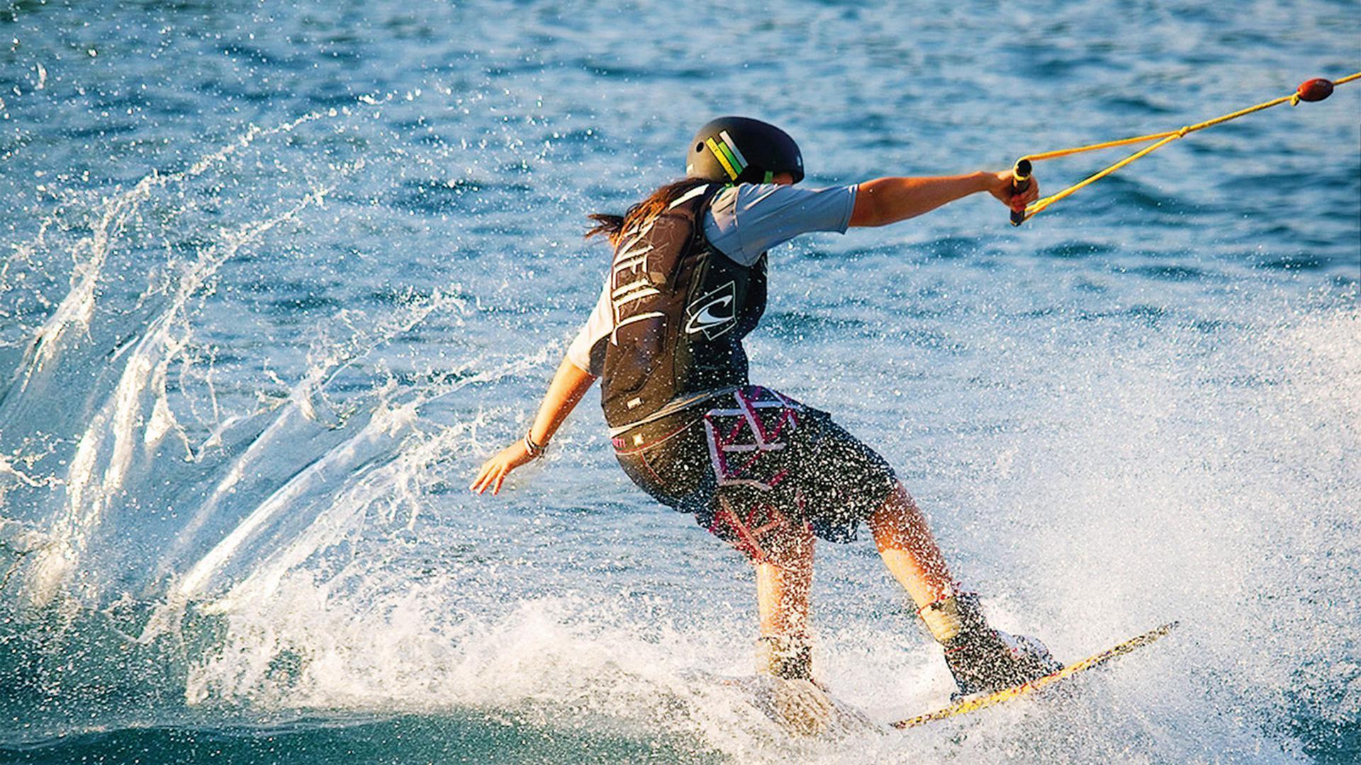 Wakeboard-Fahrerin