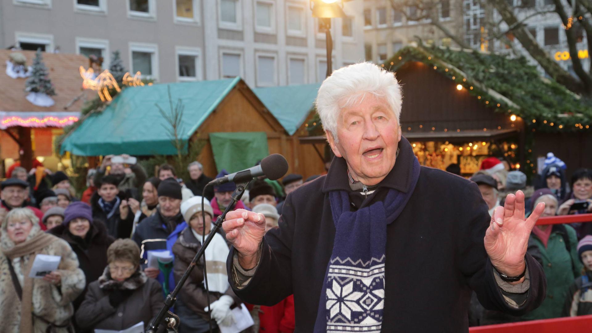 Gotthilf Fischer am 6.12.2013 auf dem Christkindlesmarkt Karlsruhe