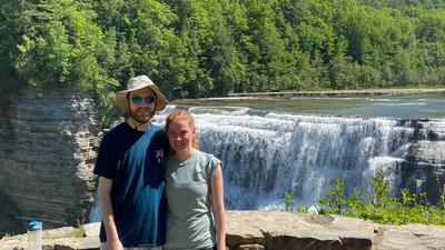 Eine Fernbeziehung in der Pandemie: Die Deutsche Marie Kramer und der Amerikaner Adam Krause haben sich im vergangenen Jahr in den USA kennengelernt. Wegen der internationalen Reise-Einschränkungen ist ein Treffen in Deutschland für das Paar zurzeit unmöglich.