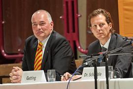 Weiß nichts von Bestechung: Bundestagsabgeordneter Olav Gutting (rechts) auf einem CDU-Podium im Landkreis Karlsruhe mit seinem Parteifreund Axel Fischer.