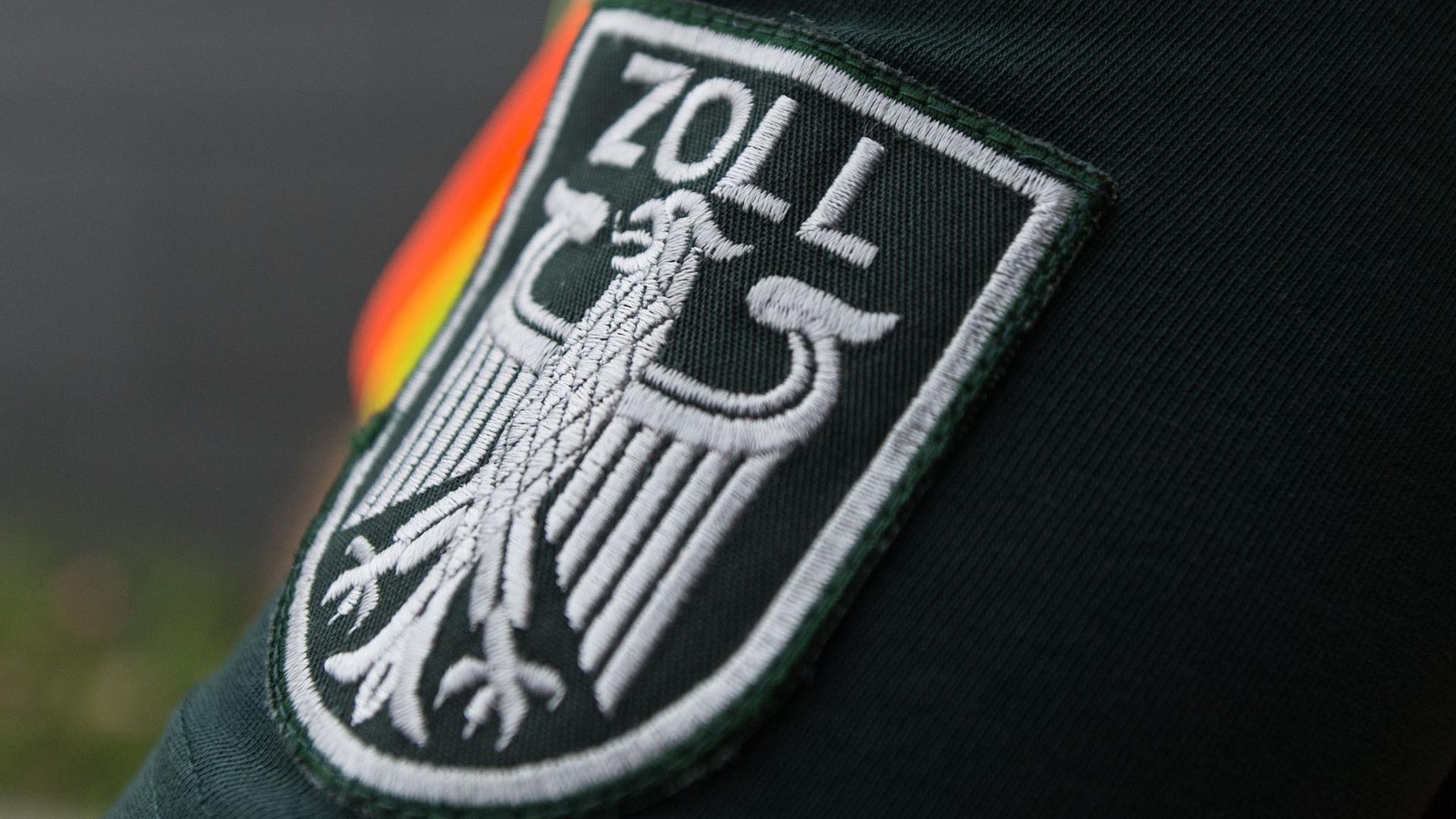 Blick auf das Wappen des Zolls.