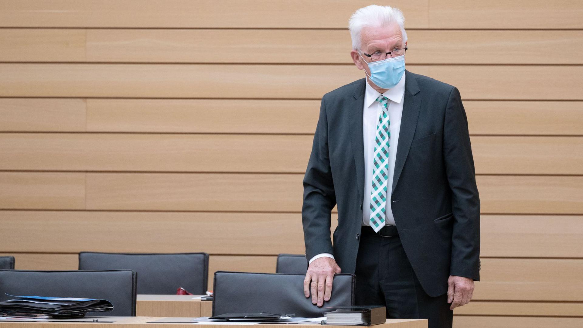 Winfried Kretschmann (Bündnis 90/Die Grünen), Ministerpräsident von Baden-Württemberg, im Landtag von Baden-Württemberg.