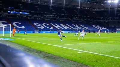 Das Bundesliga-Heimspiel des FC Schalke 04 gegen den VfB Stuttgart wird nun doch zum Geisterspiel.