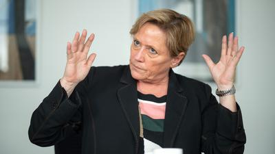 Susanne Eisenmann (CDU) gibt ein Pressestatement.
