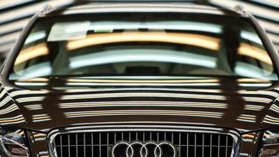 Ein Audi Q5 steht in der Produktion.