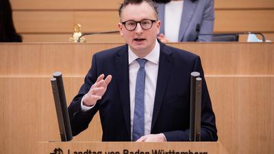 Andreas Schwarz (Bündnis 90/Die Grünen) spricht im Landtag.
