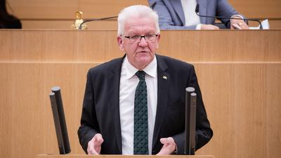 Winfried Kretschmann (Bündnis 90/Die Grünen), Ministerpräsident von Baden-Württemberg, spricht.