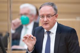 Andreas Stoch (r), Vorsitzender der SPD-Fraktion im Landtag von Baden-Württemberg.