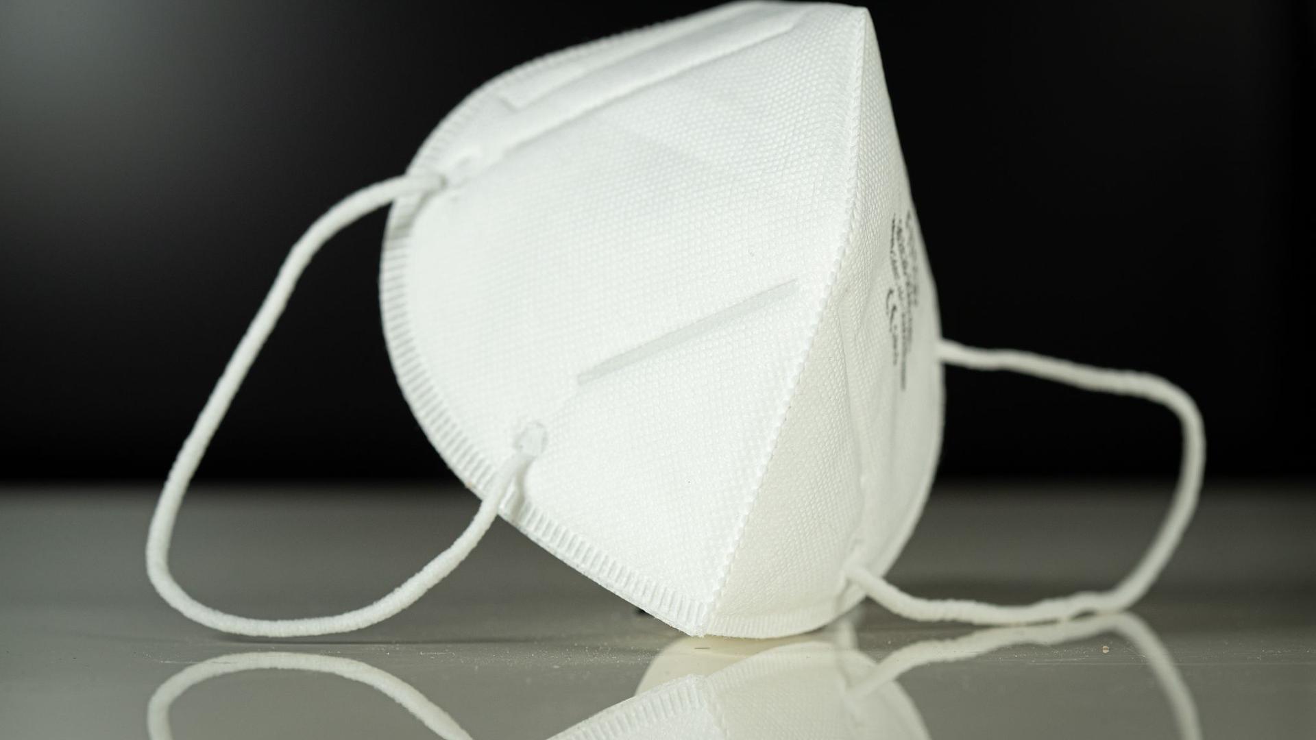 Aufnahme einer Atemschutzmaske vom Typ FFP3.