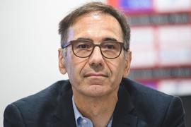 Bernd Gaiser, Mitglied des VfB-Präsidiums, nimmt an einer Pressekonferenz teil.