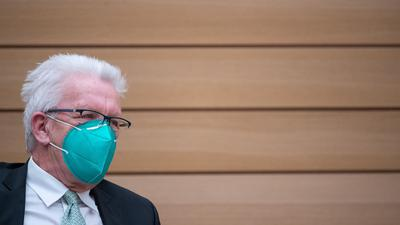 Baden-Württembergs Ministerpräsident Winfried Kretschmann (Grüne) nimmt an einer Landtagssitzung teil.